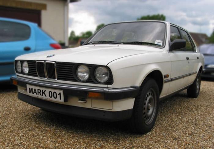 BMW 318i side view